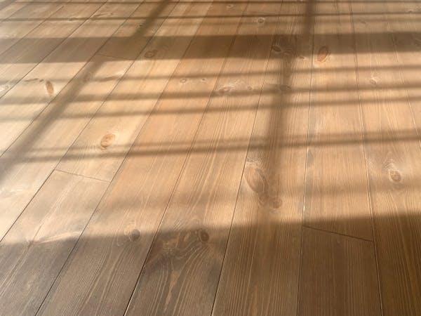 木材の変色と光の影響