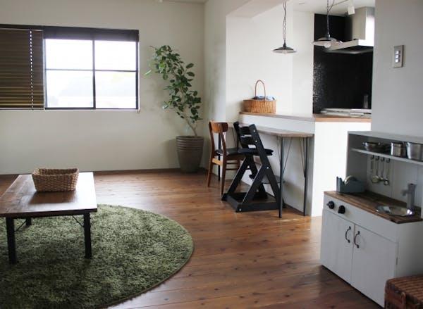 無垢材で人気の空間づくり ~フローリング・羽目板・家具~