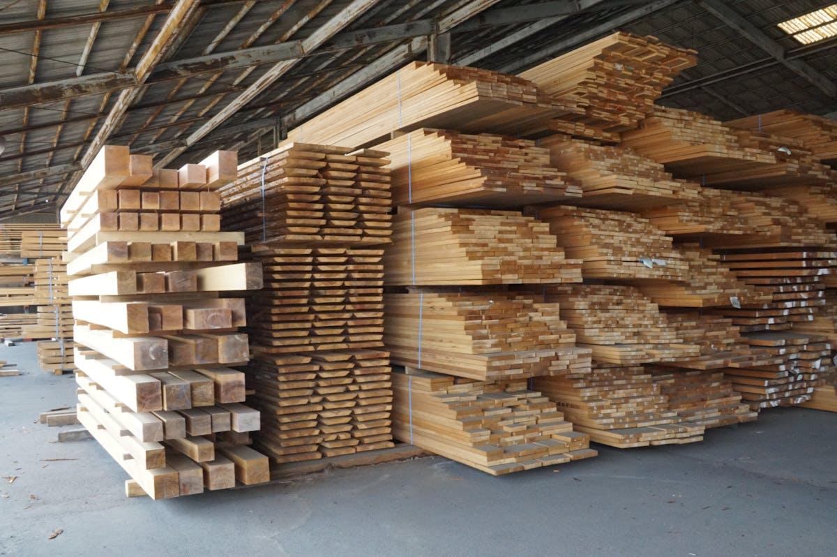 倉庫の保管状態の写真です。